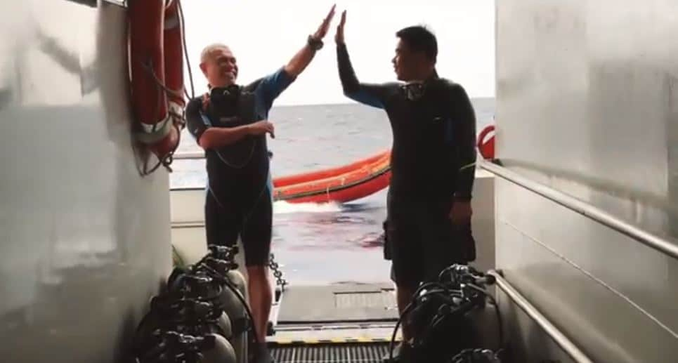 meeting other divers